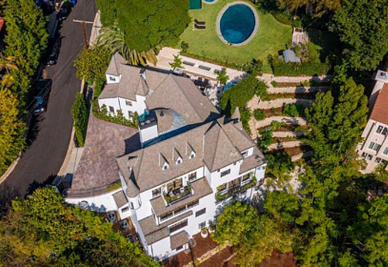 Американский миллиардер купил дом у звезды «Ходячих мертвецов»