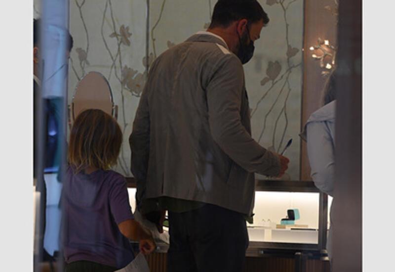 Бена Аффлека заметили во время покупки обручального кольца для Дженнифер Лопес