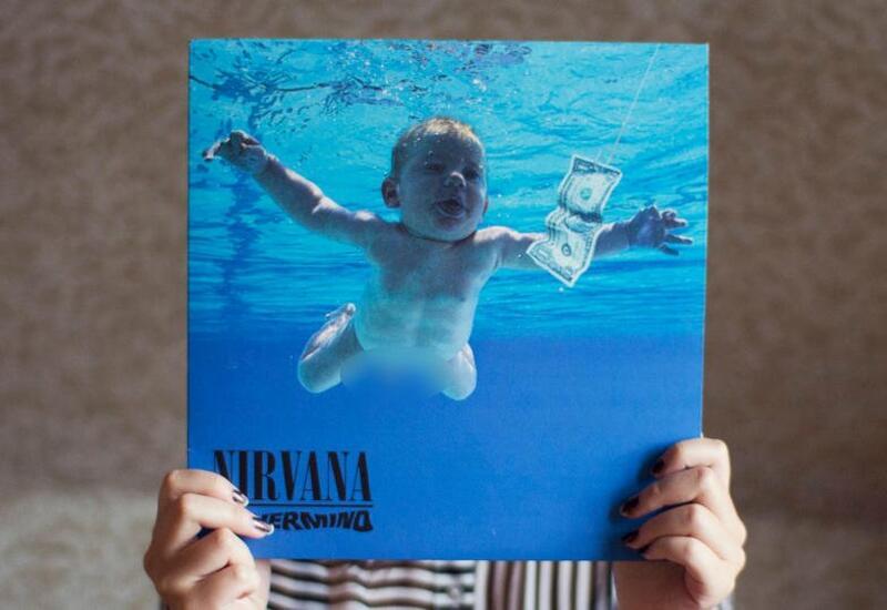 Мальчик с обложки культового альбома Nirvana подал в суд на группу