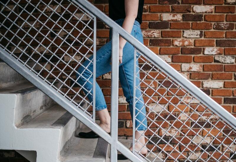 Задыхаетесь после подъёма по лестнице? Врач рассказал, в чём может быть проблема
