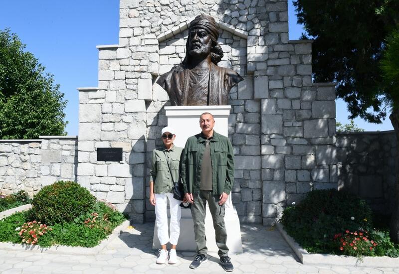 Президент Ильхам Алиев и Первая леди Мехрибан Алиева приняли участие в открытии бюста азербайджанского поэта Моллы Панаха Вагифа