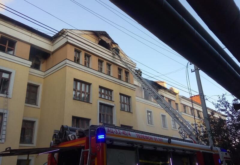 В России загорелось здание общежития