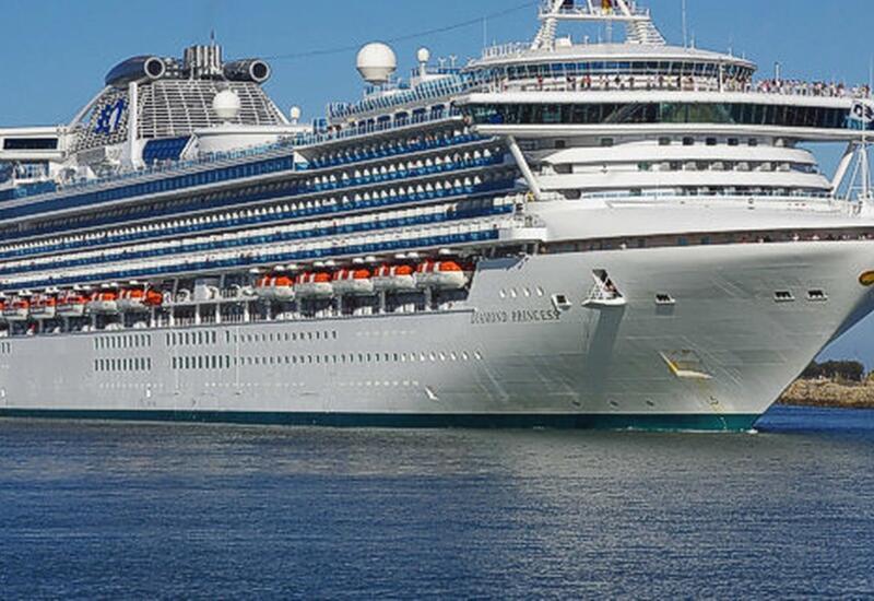 На круизном лайнере произошло массовое заражение коронавирусом,