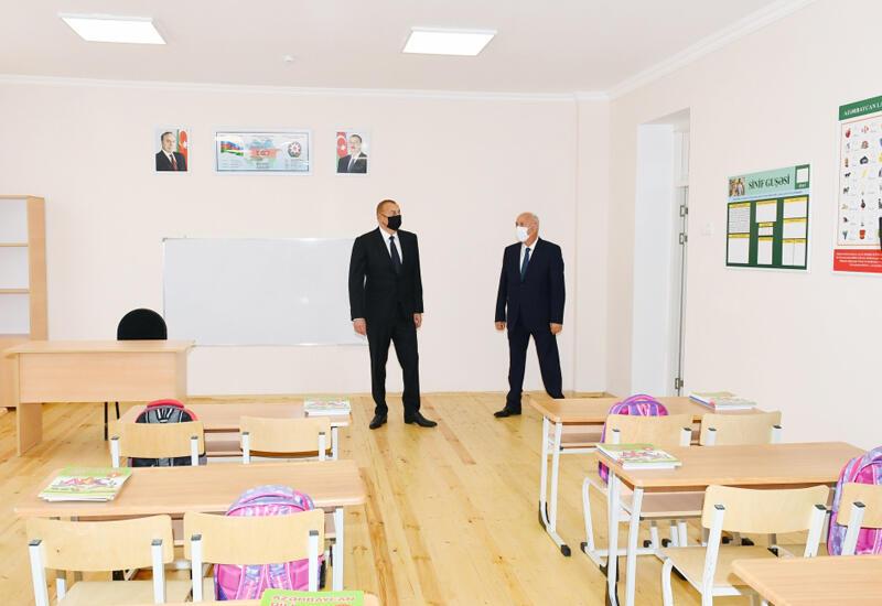 Президент Ильхам Алиев принял участие в сдаче в эксплуатацию полной средней школы номер 20 в Сумгайыте