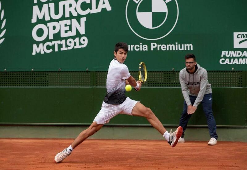 Испанец Алькарас стал самым молодым четвертьфиналистом турнира Большого шлема с 1990 года