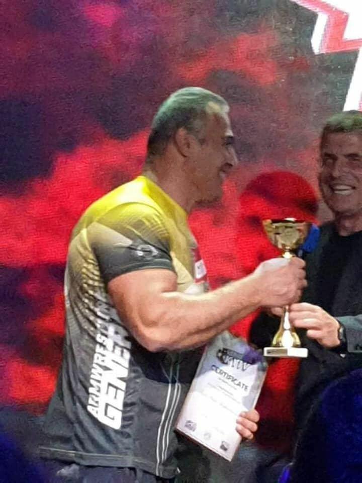 Сын Национального героя Азербайджана одолел армянского спортсмена на турнире по армрестлингу