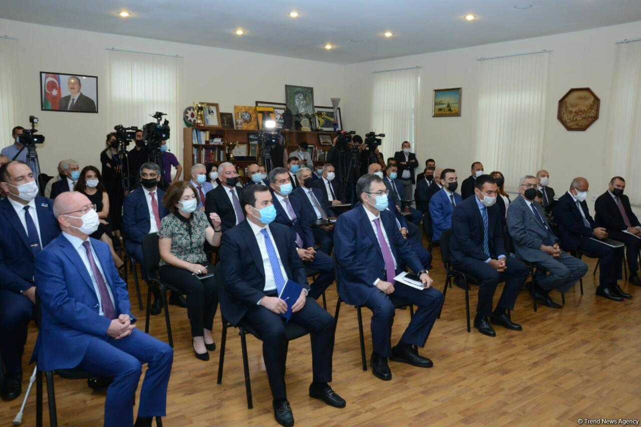 Новый министр молодежи и спорта Фарид Гайыбов представлен коллективу