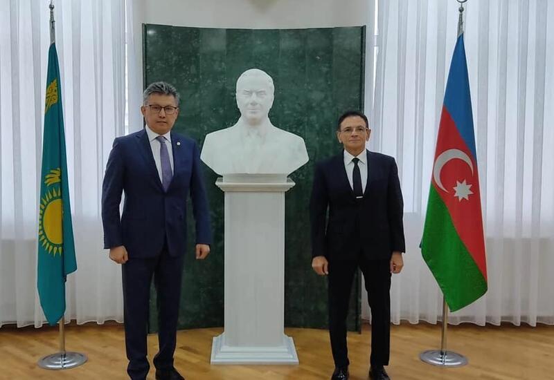 Мадат Гулиев встретился с министром торговли Казахстана