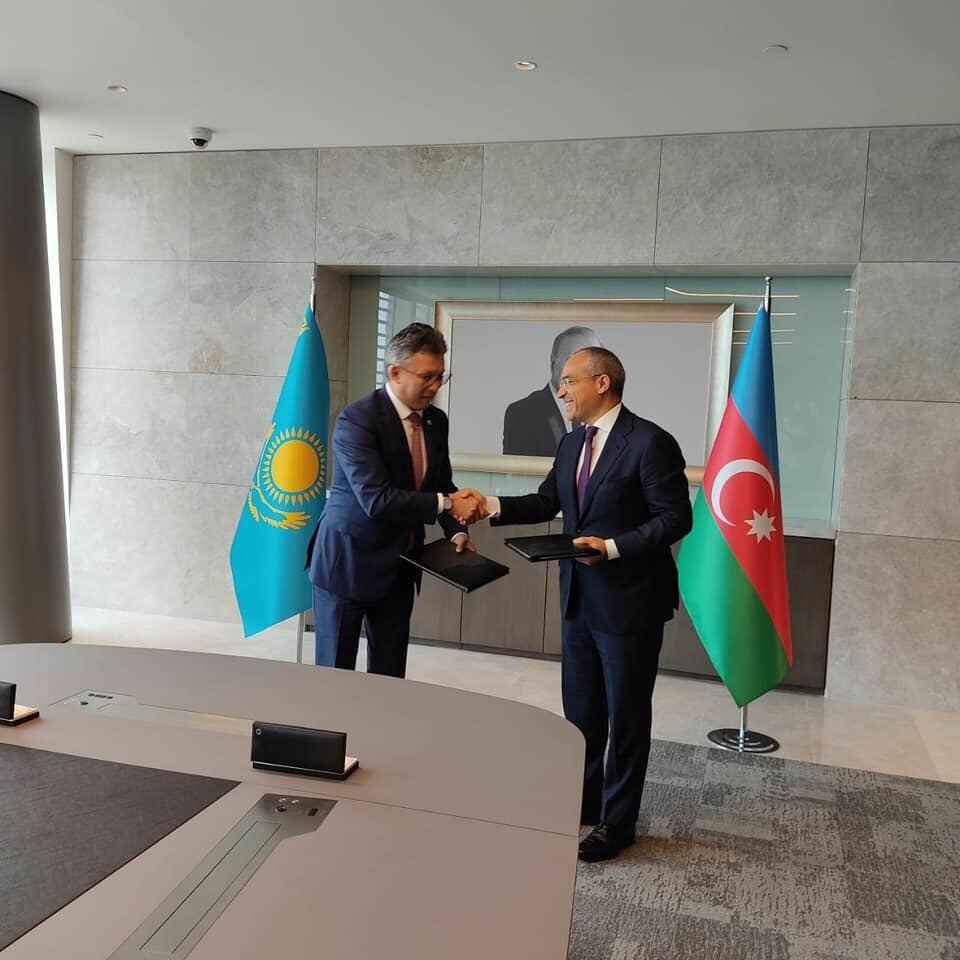 Азербайджан и Казахстан подписали меморандум по торговому сотрудничеству