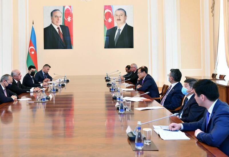 Али Асадов на переговорах с делегацией Тюркского совета