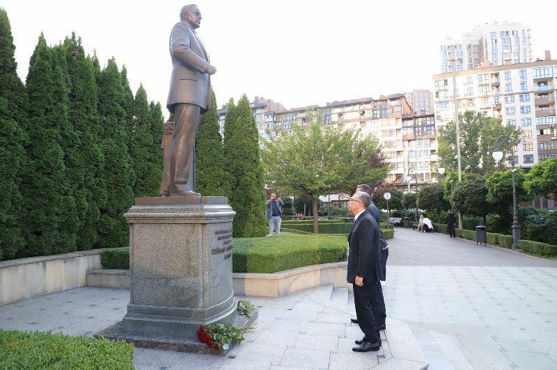 Глава ИВ города Баку находится с визитом в Киеве
