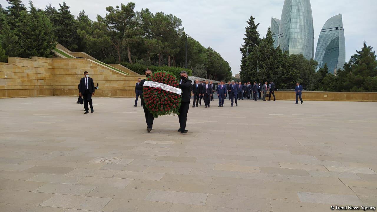 Министры экономики и торговли стран Тюркского совета посетили Аллею шехидов в Баку