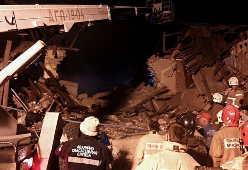 Около 260 человек разбирают завалы на месте взрыва в доме под Ельцом