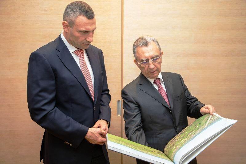 Баку и Киев подписали протокол о побратимстве