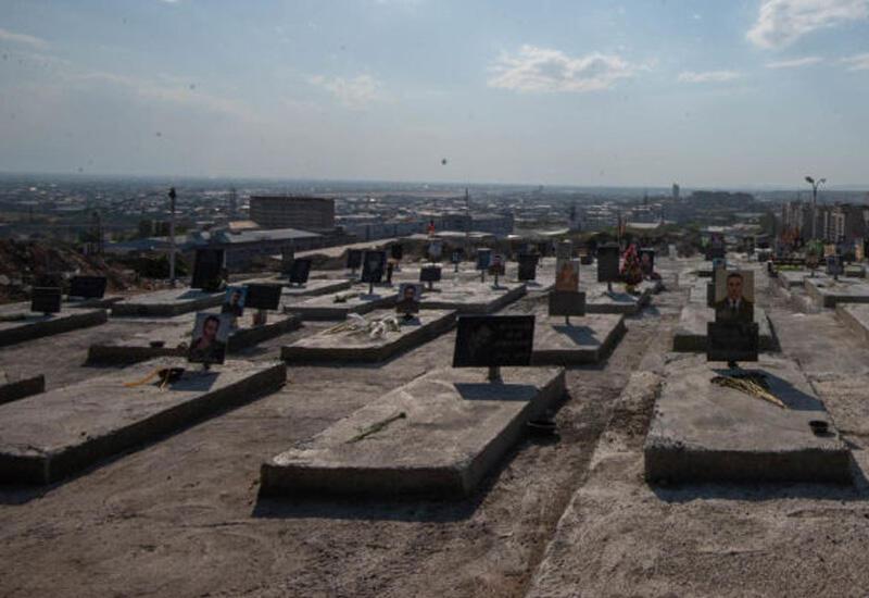 """""""Рушат могилы, похищают надгробия, колонны и скамейки"""""""