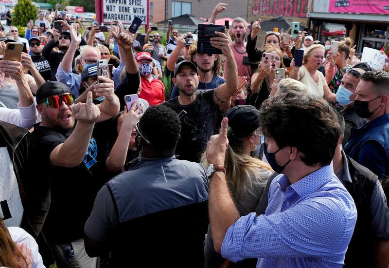 Канадским антипрививочникам грозит арест за протест у больницы