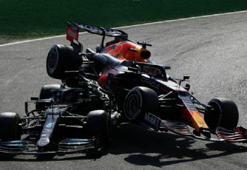 Ферстаппена наказали за аварию с Хэмилтоном на Гран-при Италии