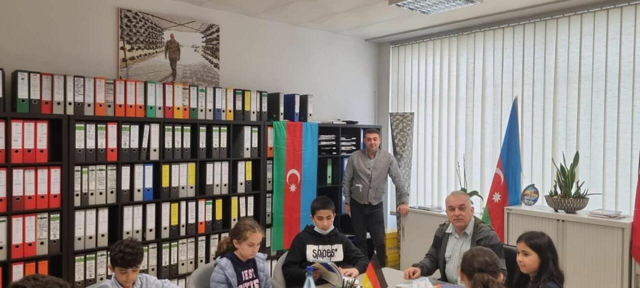 В Кельне стали преподавать азербайджанский язык и историю Азербайджана