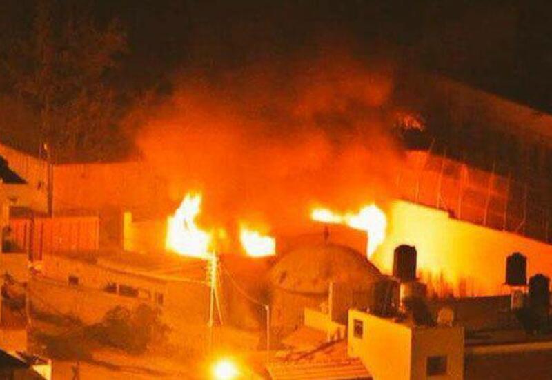Палестинцы подожгли пропускной пункт в Израиле