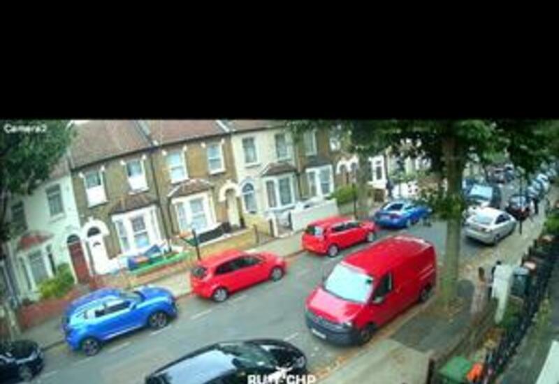 В Лондоне незадачливый угонщик повредил 13 автомобилей