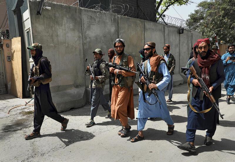 В Афганистане талибы публично вешают и расстреливают людей