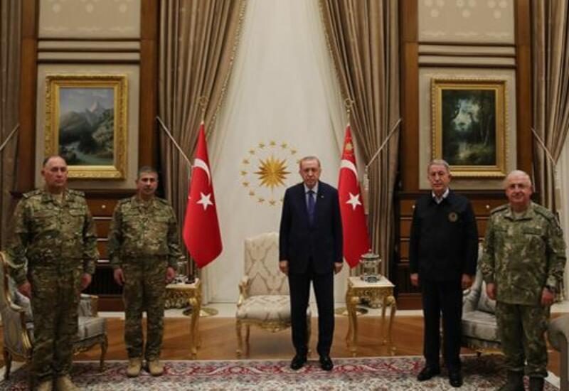 Эрдоган принял министра обороны Азербайджана