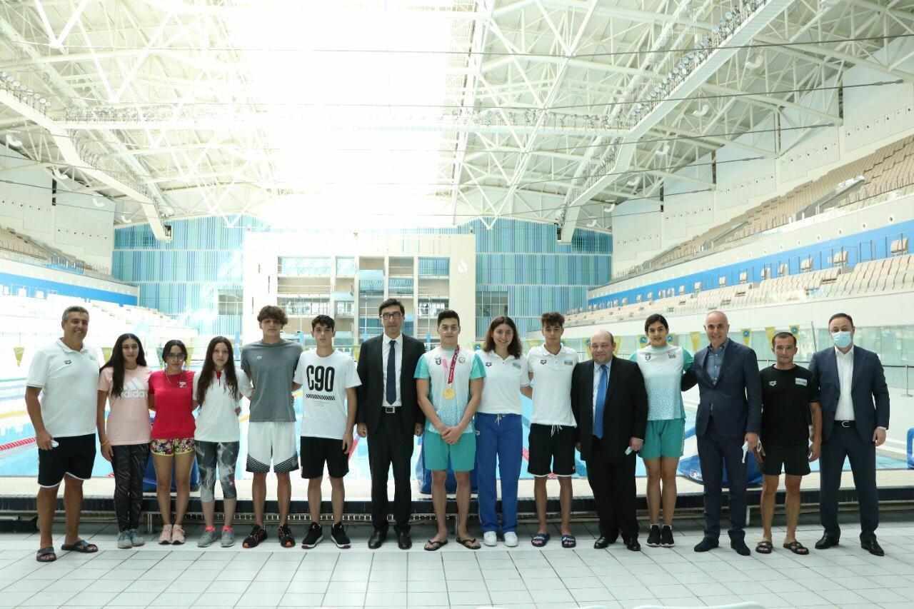 Новый министр молодежи и спорта встретился с членами национальной команды по плаванию