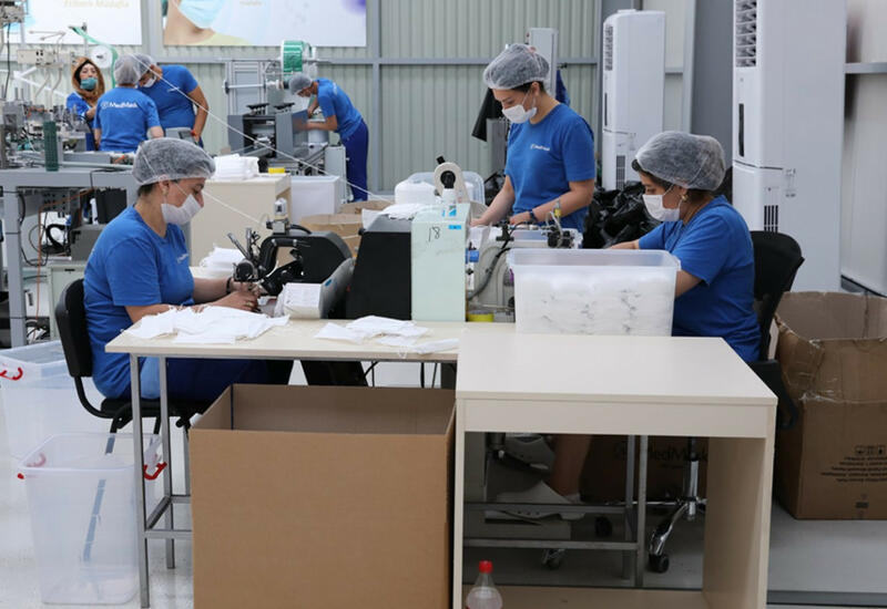 Азербайджан резко увеличил производство медицинских масок