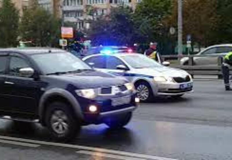 В Москве водитель сбил таксиста и пассажира и скрылся с места аварии