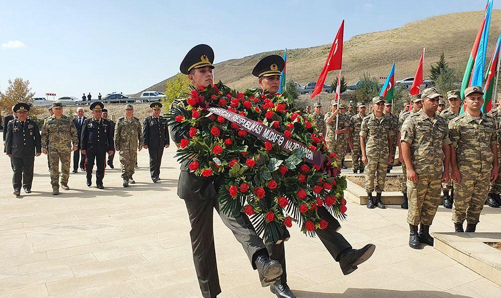 По случаю 103-й годовщины освобождения Баку от оккупации организовано шествие к мемориалу в честь турецких шехидов в Аджыдере