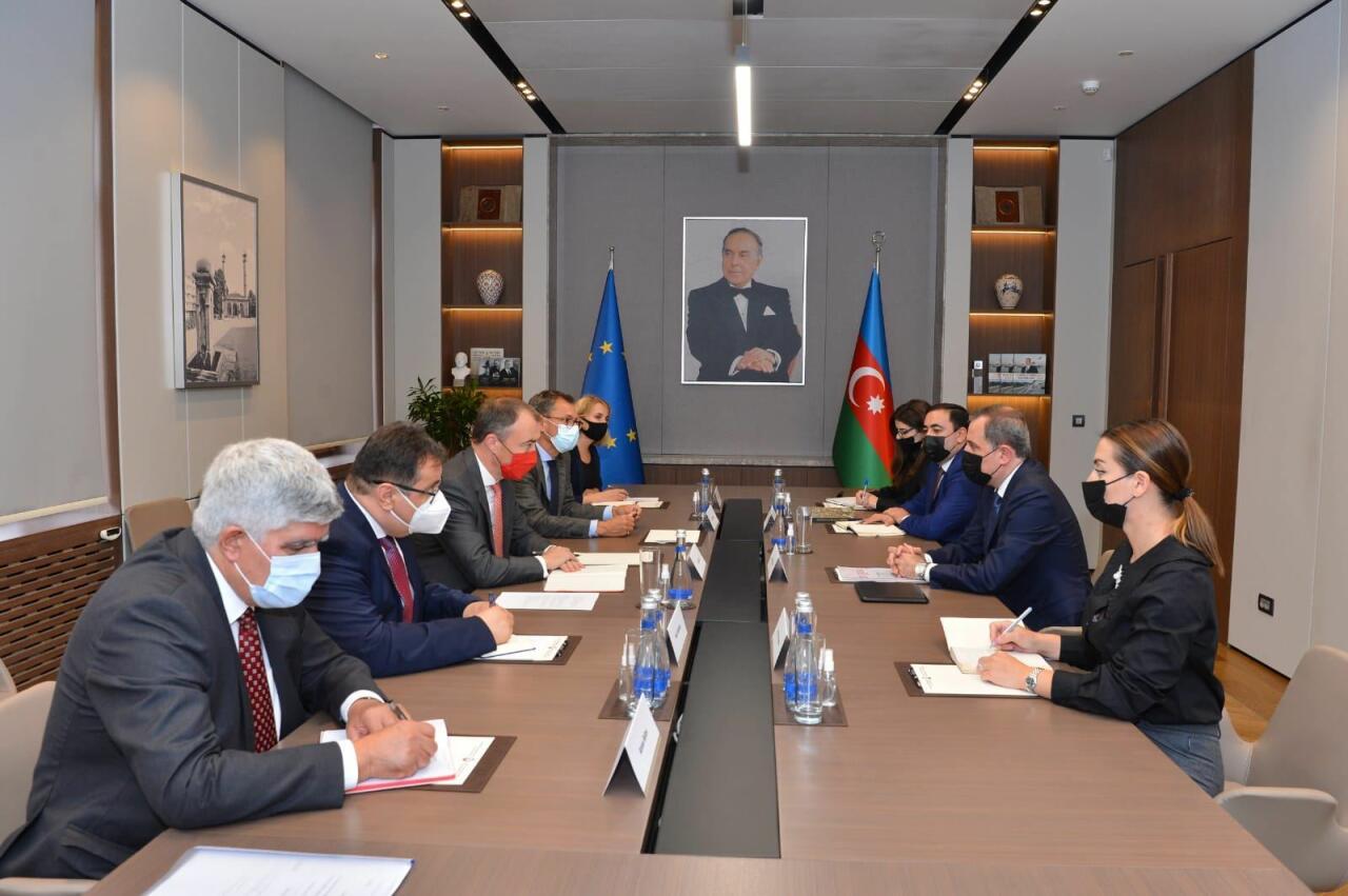 Джейхун Байрамов обсудил со спецпредставителем ЕС по Южному Кавказу ситуацию в регионе