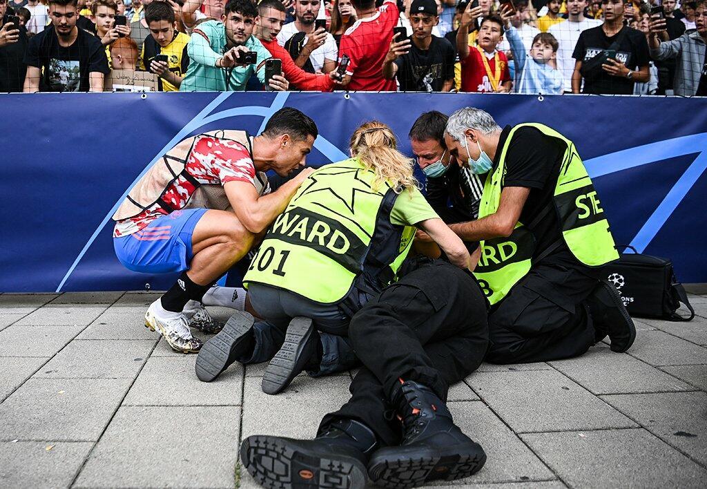 Роналду сбил девушку с ног
