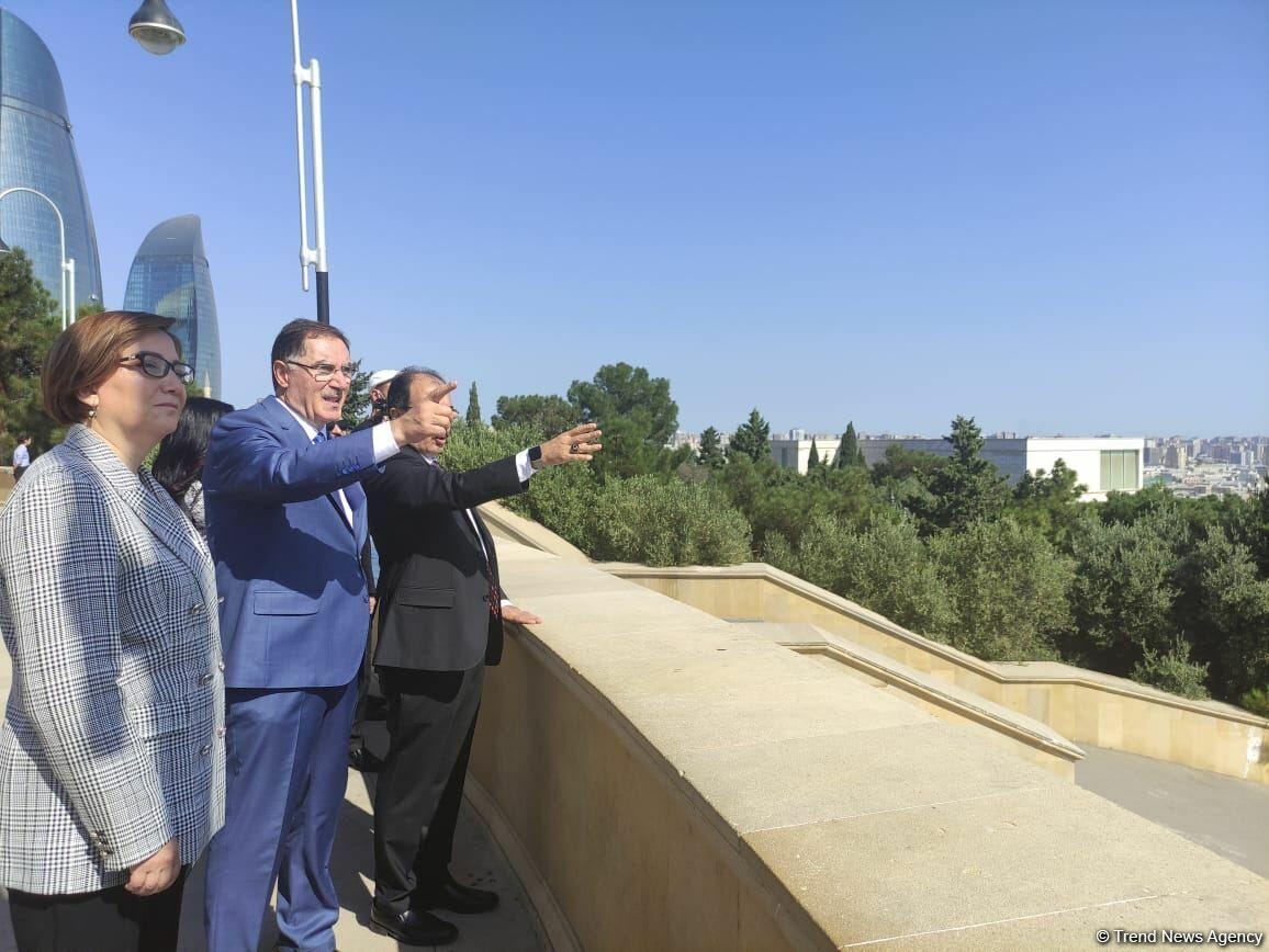Омбудсмены Азербайджана и Турции посетили Аллею шехидов и Монумент турецким воинам в Баку