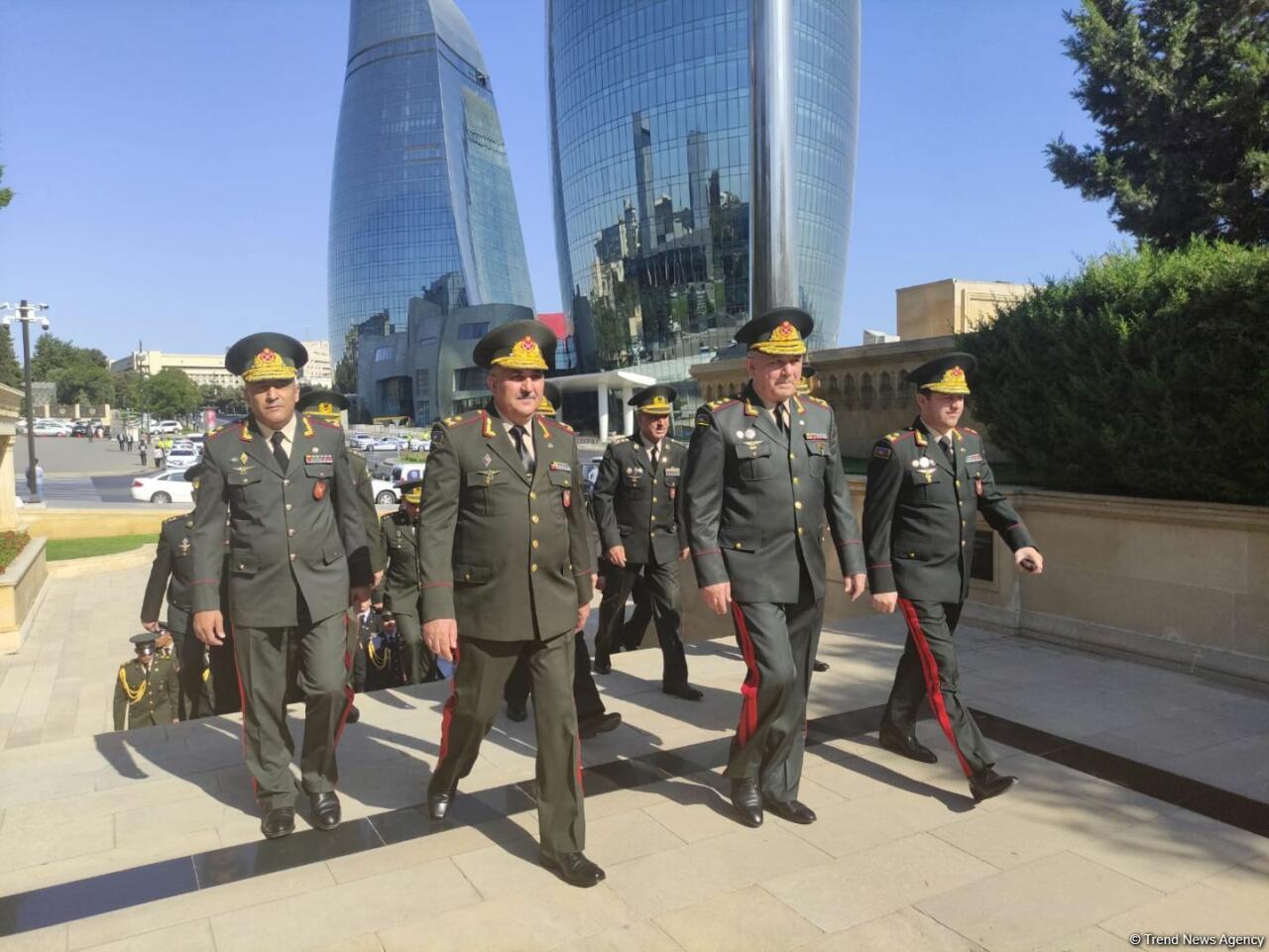 В Баку проходят шествия в связи со 103-й годовщиной освобождения города Кавказской исламской армией