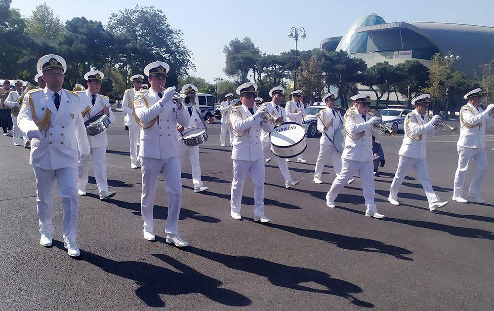 По случаю годовщины освобождения Баку от оккупации состоялись шествия военнослужащих