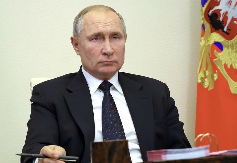 Владимир Путин сообщил о нескольких десятках заболевших COVID в его окружении
