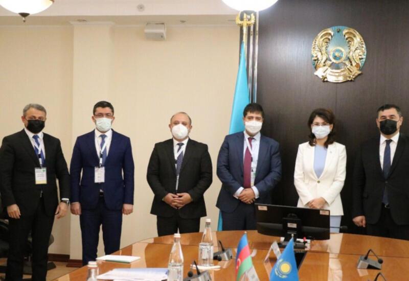 Казахстанский министр и представители Азербайджана обсудили развитие отношений двух стран