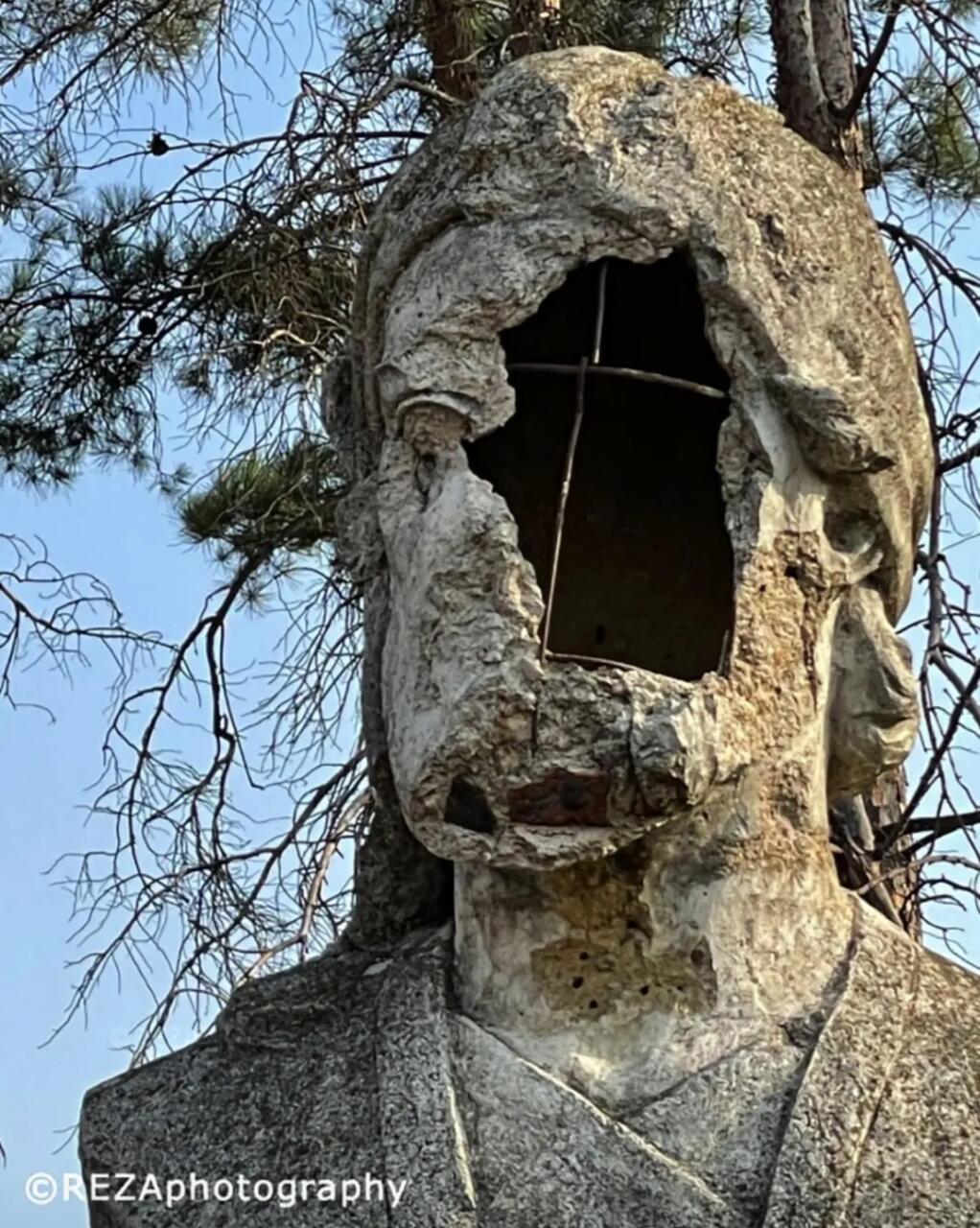 Армянские вандалы надругались над бюстом Низами Гянджеви