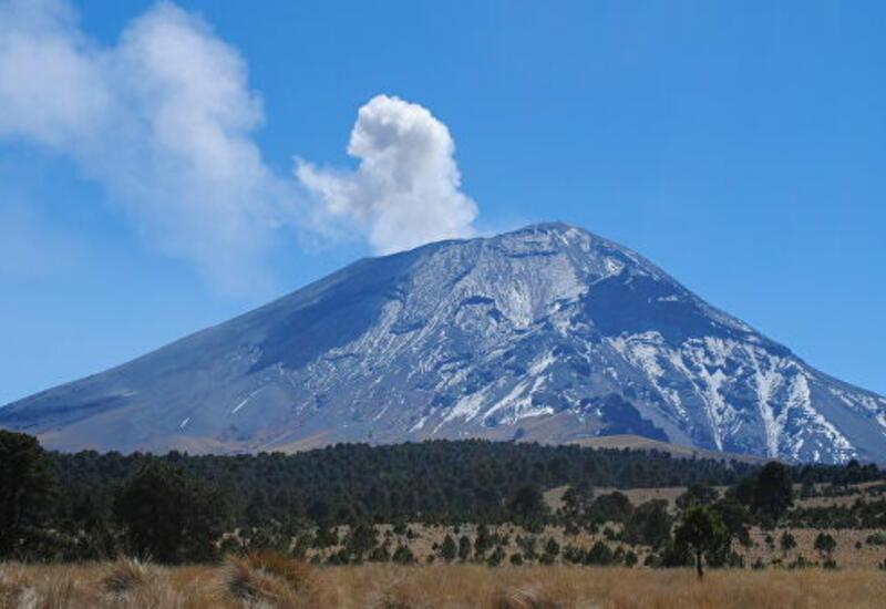 Кадры извержения крупнейшего вулкана в Мексике