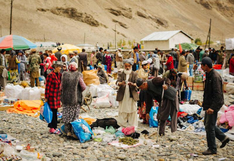 В Афганистане люди массово распродают свои вещи