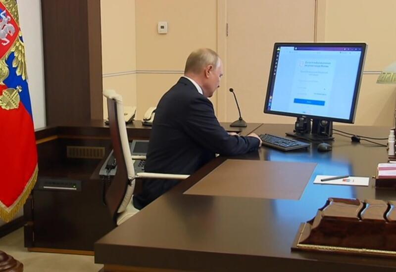 Владимир Путин проголосовал онлайн на выборах в Думу
