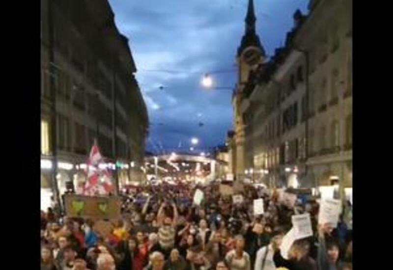 В Швейцарии полиция применила водометы при разгоне антиковидных протестов