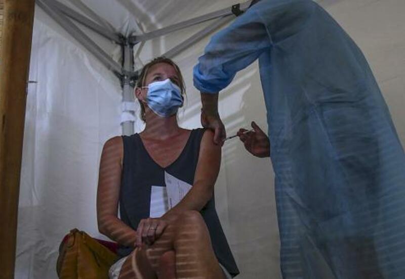 Во Франции уволили тысячи медиков за отказ от вакцинации