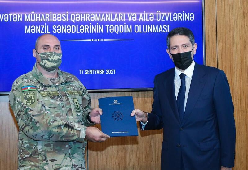 Группе Героев Отечественной войны Азербайджана вручены документы на квартиры