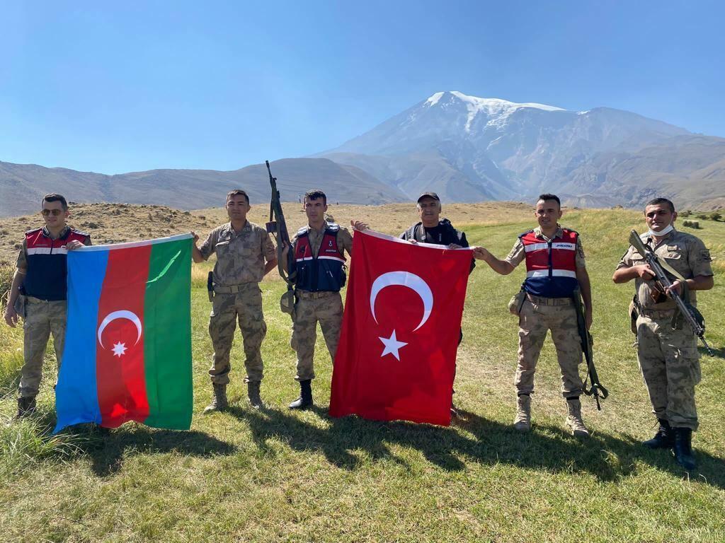 103-ю годовщину освобождения от оккупации Баку отметили походом на Агрыдаг