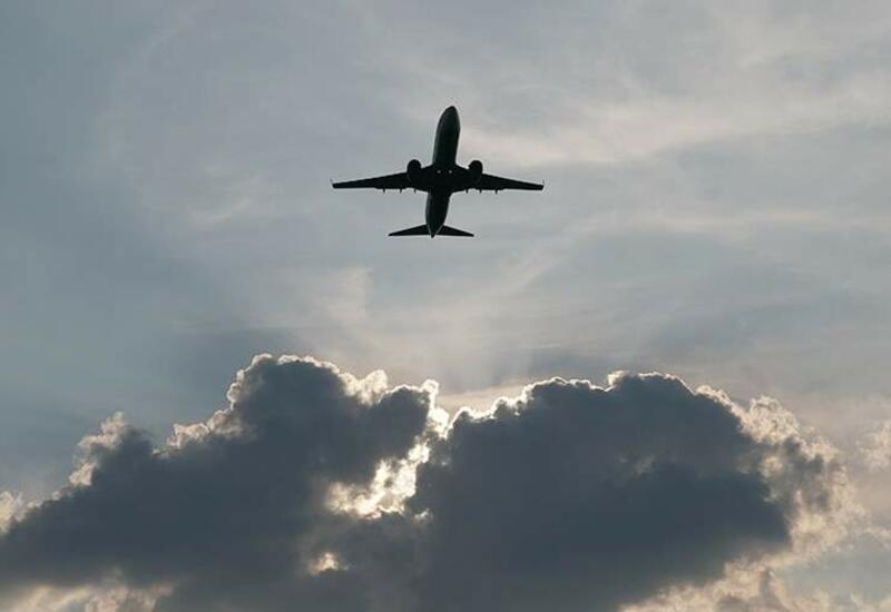 На борту самолета рейса Пекин-Париж произошел взрыв