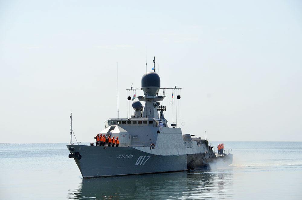 Корабли Каспийской флотилии ВМФ России вошли в порт Баку