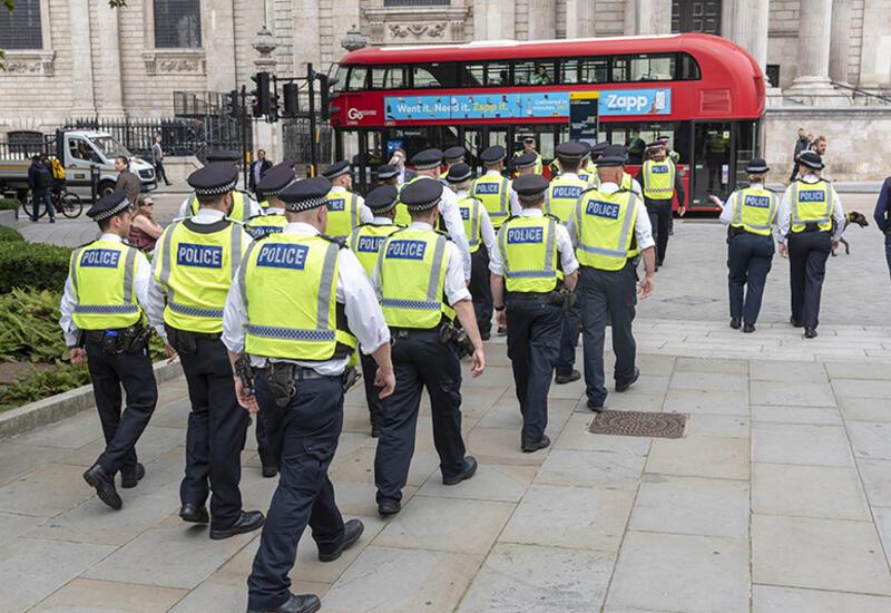 Британская полиция жестоко избивает протестующих против ковидных ограничений