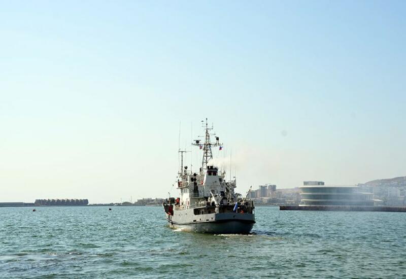 Военные корабли Каспийской флотилии ВМФ России покинули Бакинский порт
