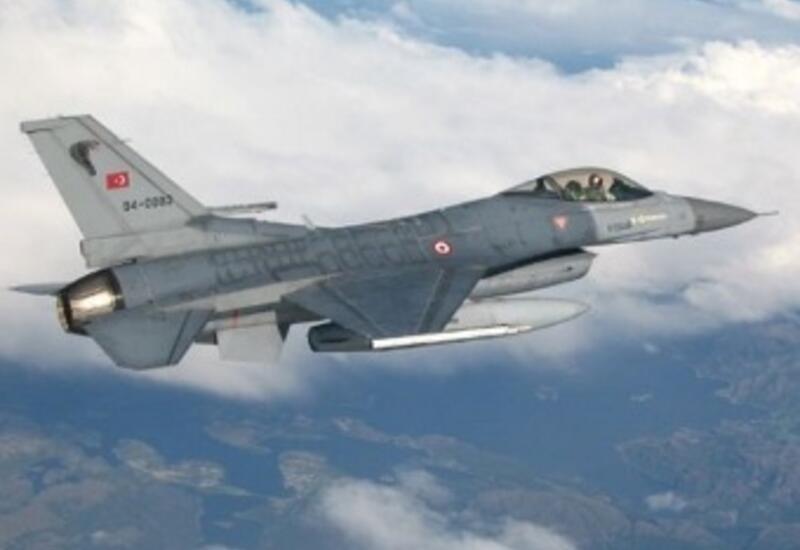 Истребители ВВС Турции и Азербайджана совершили приветственный полет над Босфором